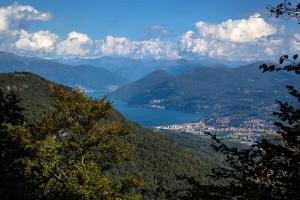 Una veduta di Luino dal Monte Colonna (archiviolagomaggiorevaresotto.blogspot.com)