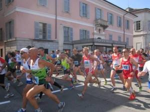 La partenza della gara podistica competitiva (percorso 13km)