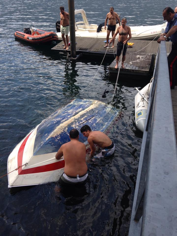 Il ritrovamento di una barca nei pressi del ristorante Mazardit di Maccagno (foto Cecilia Beccagutti)