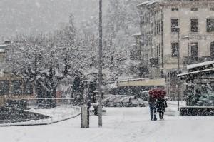 Il nuovo tratto di lungolago a Luino, sullo sfondo Piazza Libertà e l'hotel Ancora (facebook.com - © Alessandro Bordin)