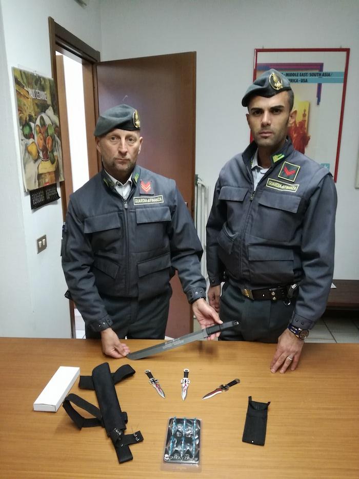 Valico di Zenna: sequestro di auto, opere d'arte e armi da taglio. Cinque denunciati