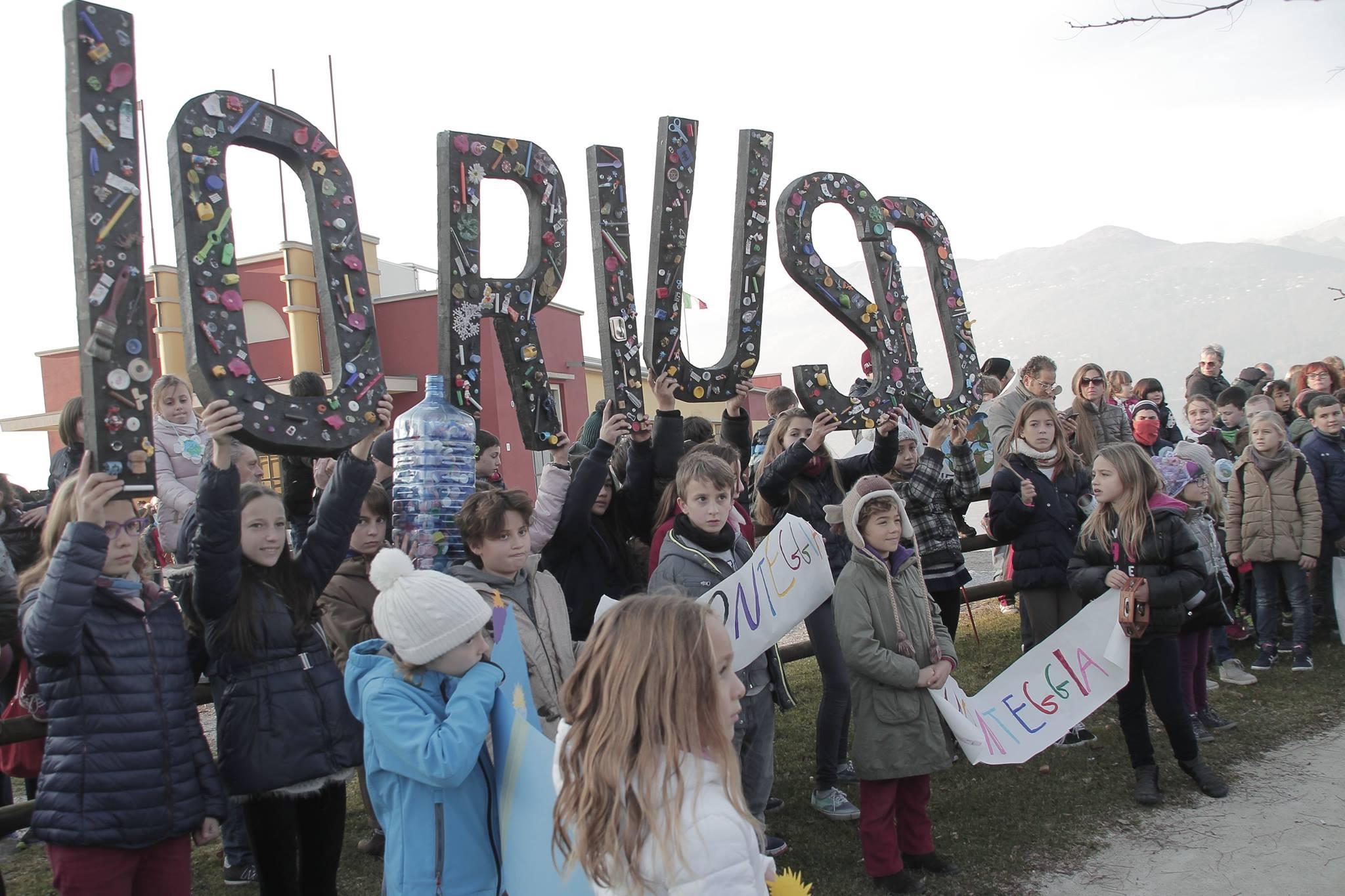 """Un grande successo la """"Marcia Globale per il Clima"""": centinaia i partecipanti nell'Alto Varesotto. Foto © Eventi Lago Maggiore"""