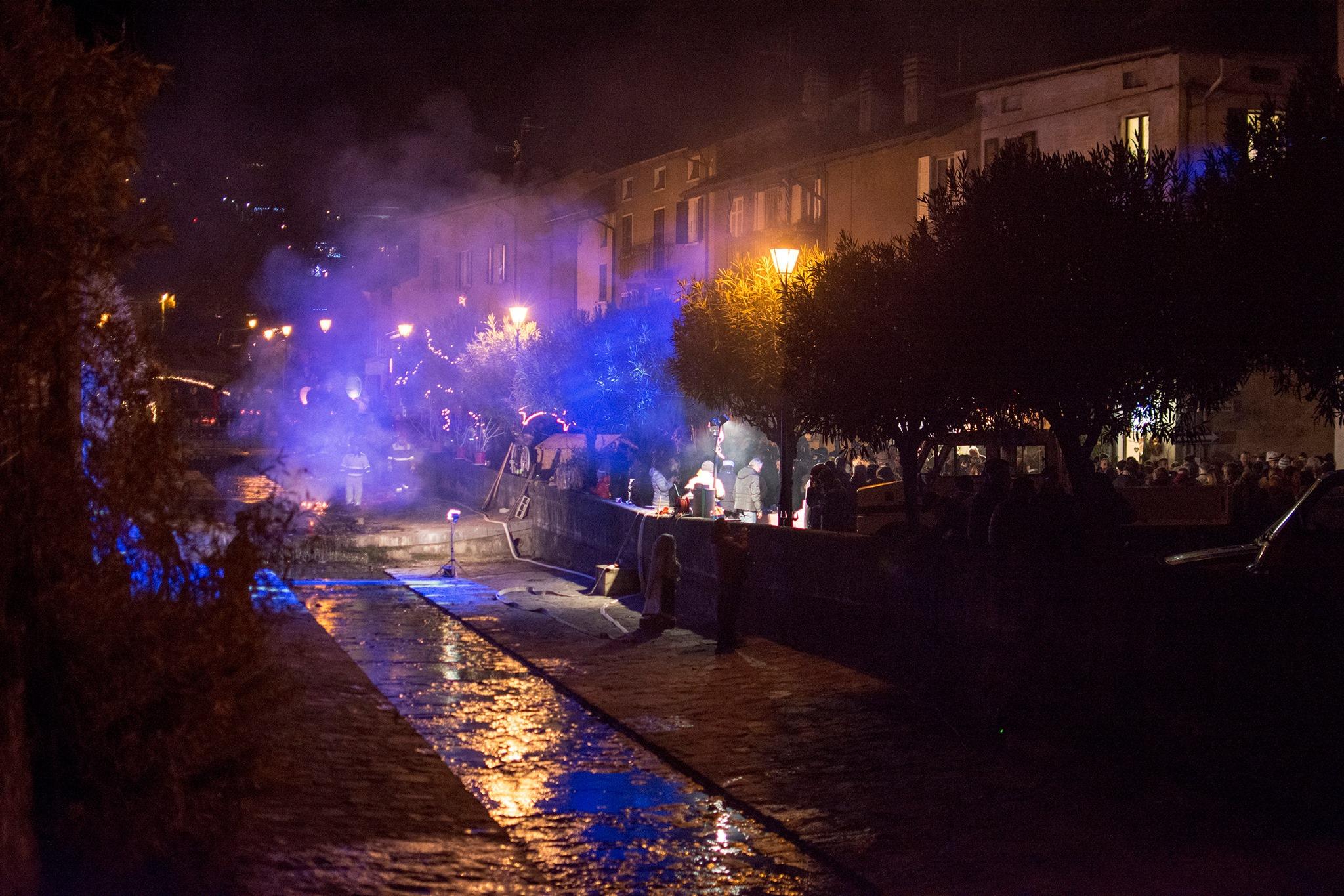 """Anche Germignaga ieri ha salutato lo scorso anno e l'arrivo del 2016 con """"Se Brusa ul Vecc"""" (Foto © Alessandro Bordin)"""