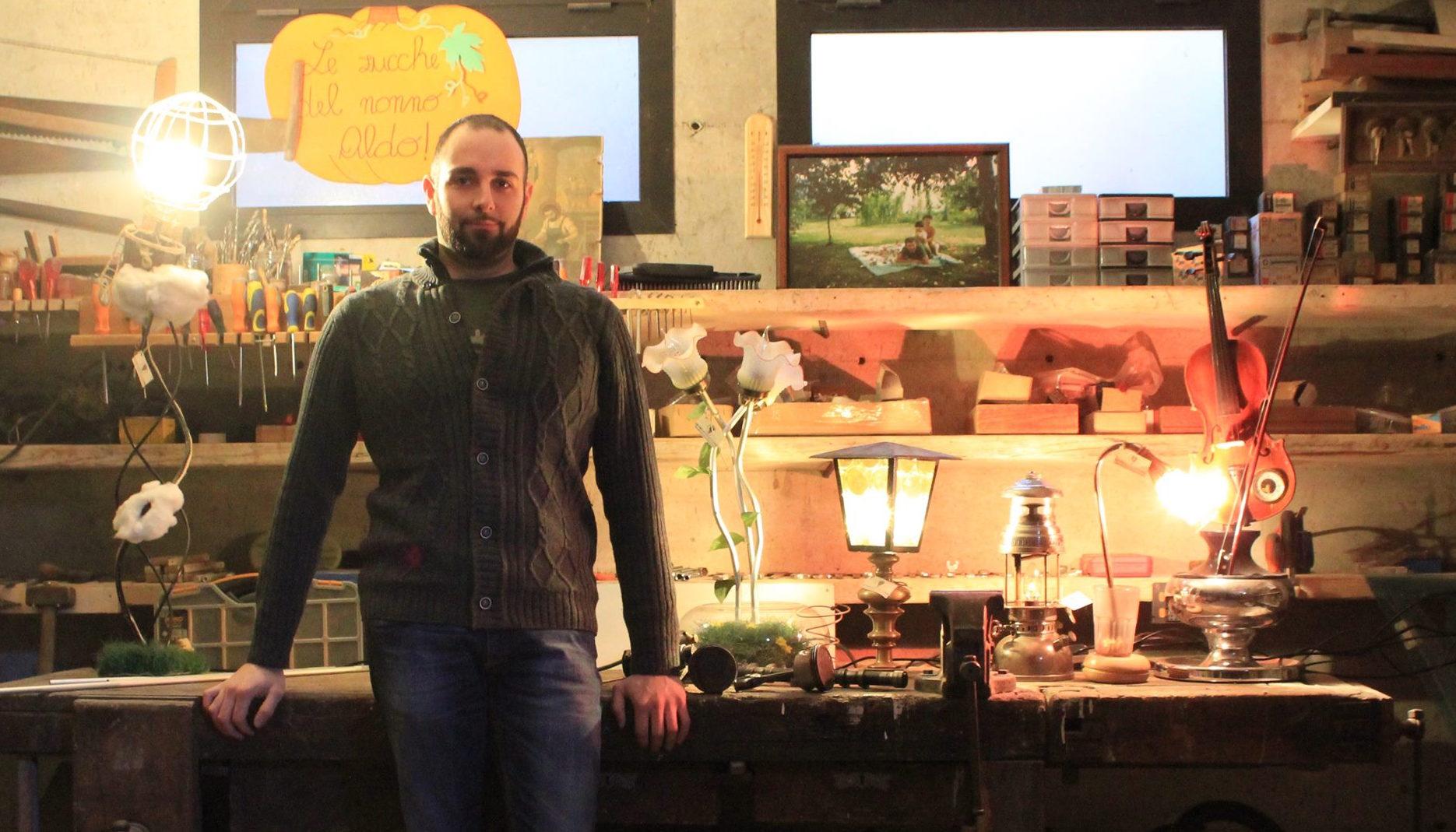 """Brissago Valtravaglia: l'arte di Ulisse e la """"nuova vita"""" degli oggetti di seconda mano"""