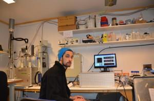 Marco Zanatta nel laboratorio di ricerca in cui lavora a Zurigo