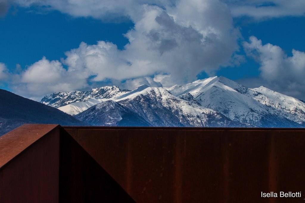 """Foto del giorno, Isella Bellotti: """"L'ultima neve sui monti da Luino"""""""