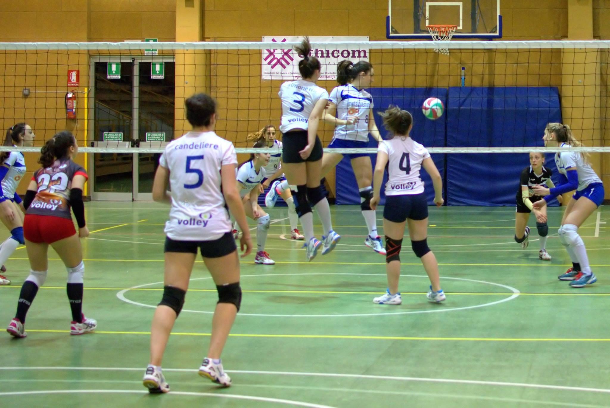 L'Epikure Luino Volley non molla: 3-0 contro il Metalgiemme. Serie C si fa sempre più vicina (Foto © Francesco Muzzopappa)