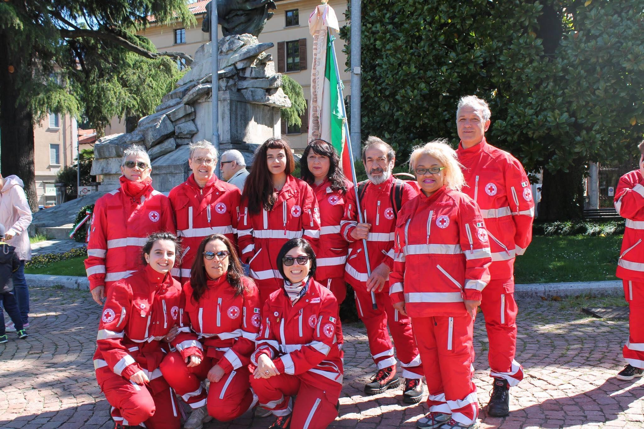 Una delegazione della Croce Rossa Italiana (Comitato di Luino), che ha partecipato alla Festa della Liberazione celebrata oggi