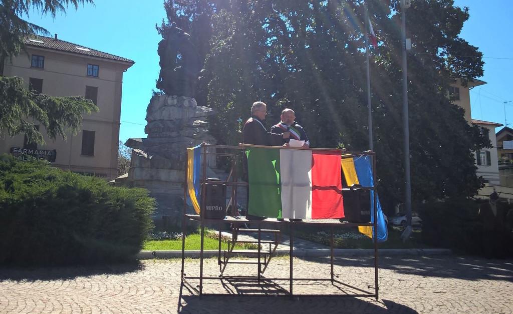 """Coro unisono dalla Festa della Liberazione a Luino: """"Libertà, Uguaglianza e Fraternità"""""""
