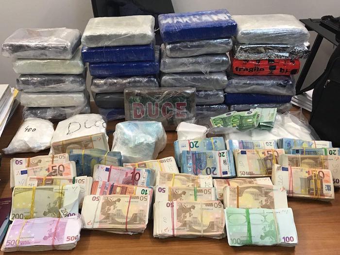 Varese, sequestrati 32kg di cocaina ed oltre 230mila euro in contanti. Arrestati due albanesi