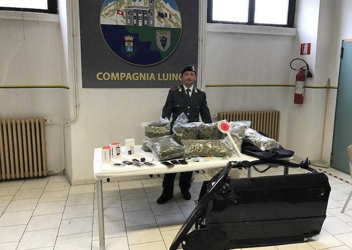 Montegrino: tentano di investire un finanziere in un controllo, due arresti. Sequestrati 6kg di marijuana