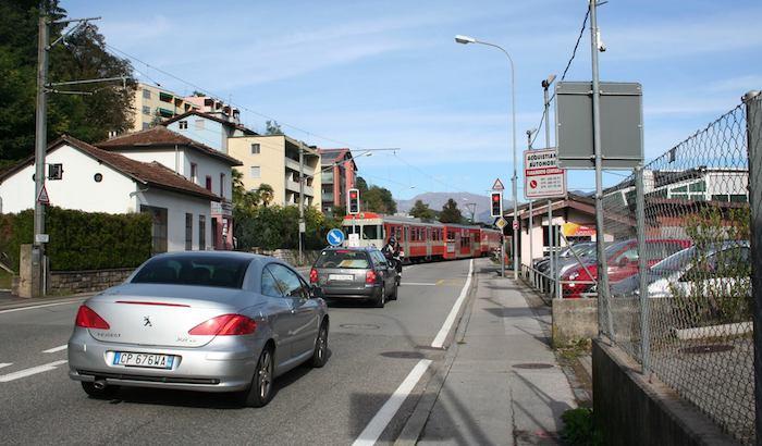 Tra Ponte Tresa e Caslano tante critiche per i semafori. L'intervista al sindaco Buser