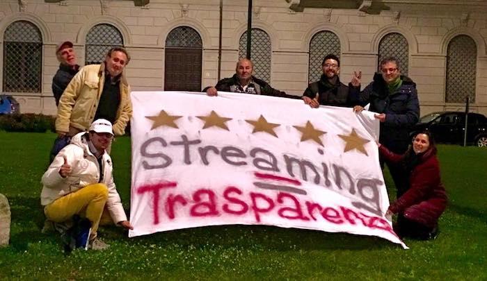 Gli attivisti luinesi del M5S rivendicano l'approvazione della diretta streaming
