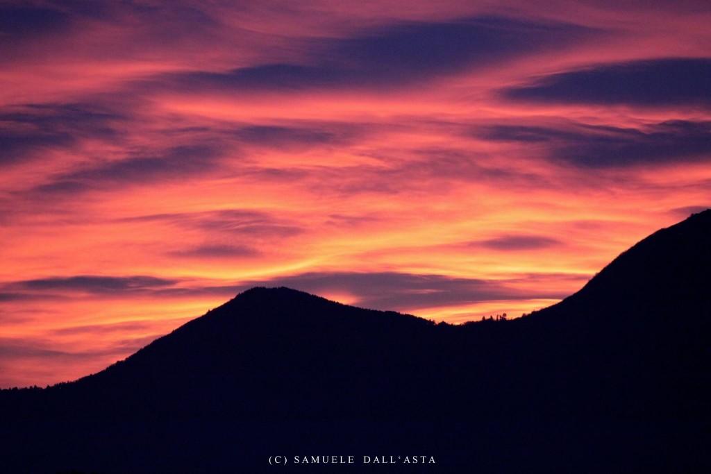 Buongiorno con la foto del giorno di Samuele Dall'Asta, il cielo a Maccagno