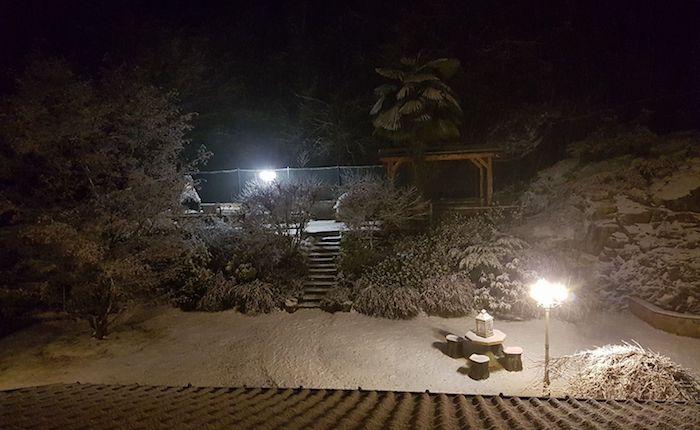 Torna la neve sull'Alto Varesotto, massima prudenza per il ghiaccio