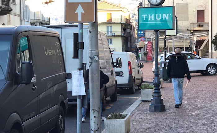 Luino, alcuni commercianti chiedono al comune i parcheggi gratis nei weekend natalizi