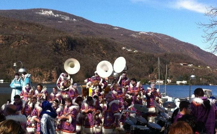 Porto ceresio domenica in maschera per il 40esimo for Ceresio palestra