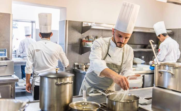 """""""Luinesi all'estero"""": dalla """"De Filippi"""" di Varese, Antonio Arcieri chef in Spagna"""
