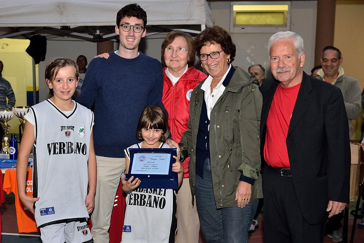 """""""Pink"""" Camilla Nosetti e la piccola Alessia Arusa, classe 2008, premiata a Varese come la più giovane del torneo """"Memorial Giuseppe Ferla"""" di Varese (foto di Attilio Aletti)"""