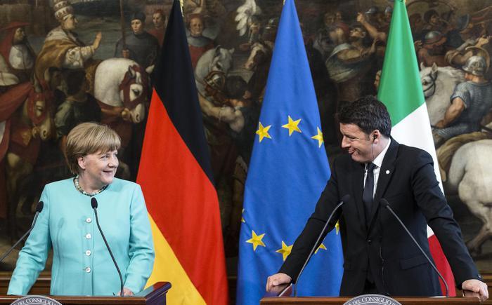 Matteo Renzi e Angela Merkel ieri a Palazzo Chigi (ANSA/ANGELO CARCONI)
