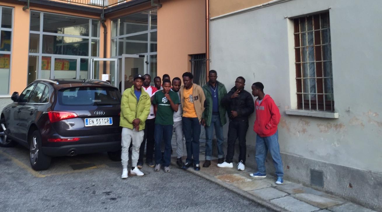 I dieci ragazzi migranti ospitati dalla Parrocchia a Dumenza