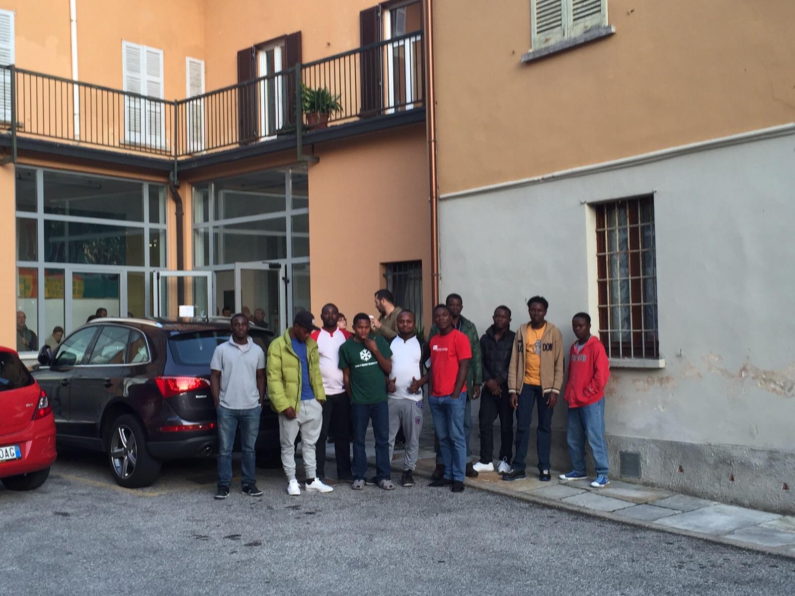 """A Dumenza dieci dei 27 migranti presenti a Maccagno: """"Saranno ospitati dalla Parrocchia"""""""