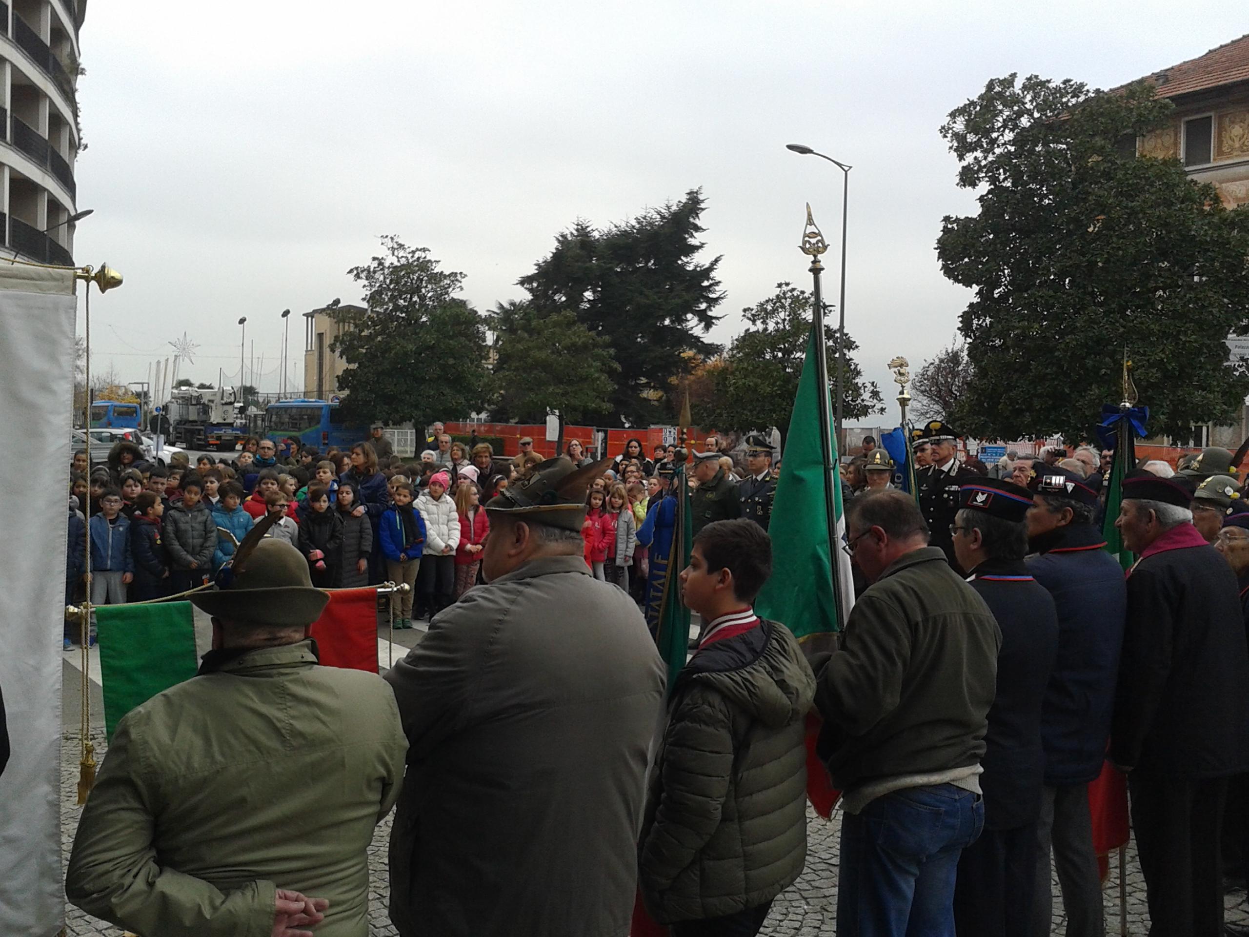 Luino, presentato alla cittadinanza il monumento restaurato di Garibaldi