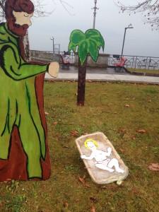 """Luino: ripristinato il presepe fatto dai bambini delle scuole delle Motte alla """"rotonda del Marinaio"""""""