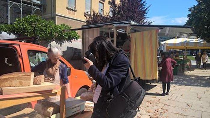 Grand Tour d'Italia, il mercato di Luino ancora protagonista grazie all'Associazione Italiana Food Blogger