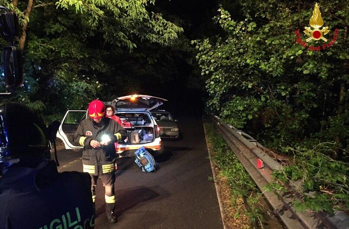Incidente sul cucco tra due auto, tre persone ferite