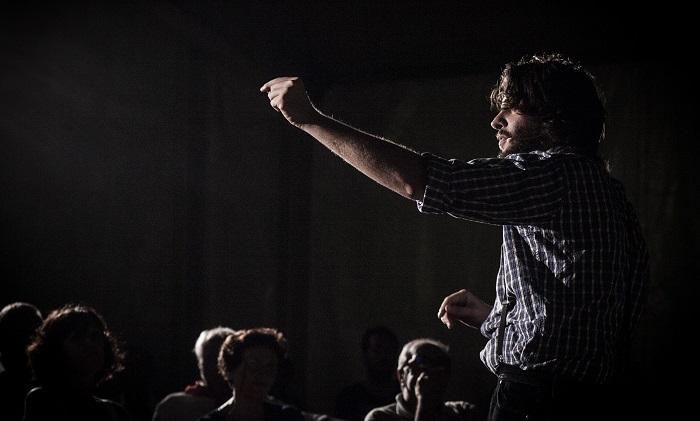 """Porto Ceresio, venerdì lo spettacolo teatrale di e con Stefano Beghi """"Rimanendo sul confine"""""""