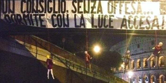 """Colosseo, manichini impiccati con la maglia della Roma. Procura: """"Minacce gravi"""""""