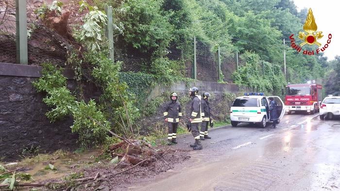Maltempo: frana tra Laveno e Cerro, strada provinciale chiusa