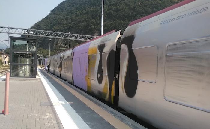 """Il TiLo """"riposa"""" in stazione, al via la sospensione della linea Cadenazzo-Luino-Laveno"""