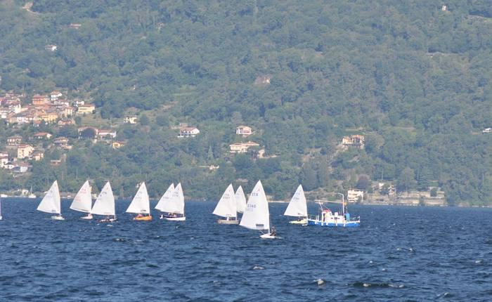 La vela e la classe Dinghy protagonisti a Luino: il lago Maggiore incorona vincitori e partecipanti