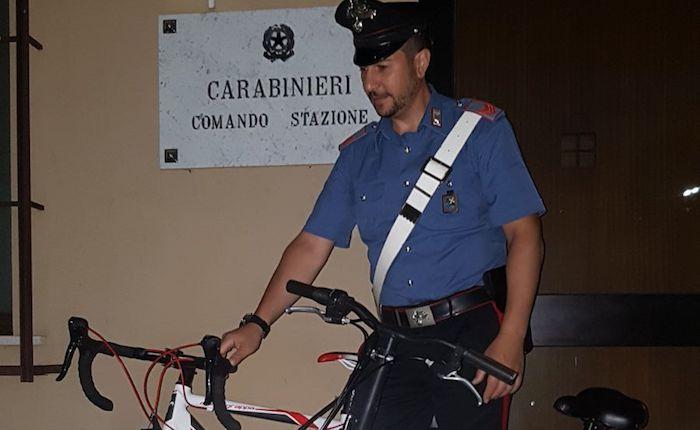 Gli avevano rubato la bici, ma la ritrova su Facebook. Un 18enne denunciato