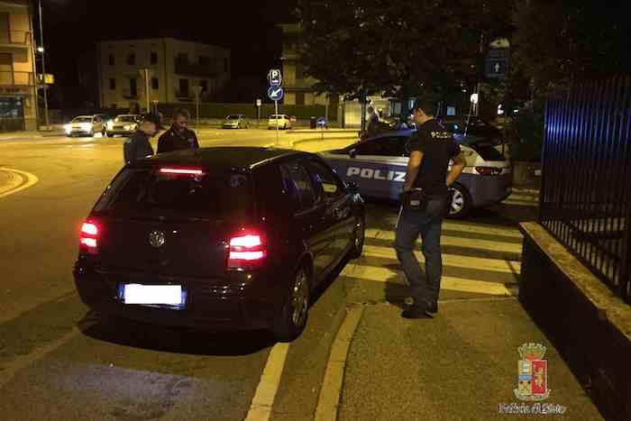 Sabato notte controlli della Polizia di Luino: denunciate 4 persone, ritirate 6 patenti