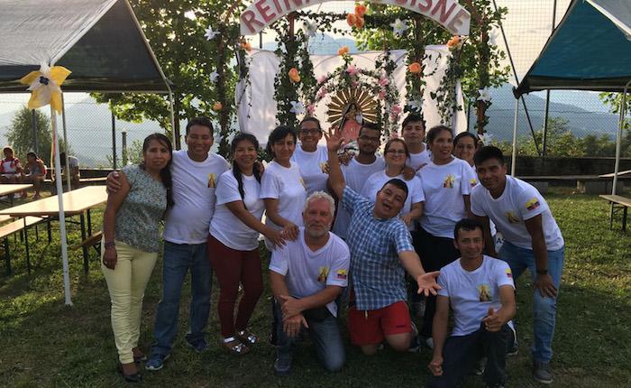 Bedero Valcuvia in festa con i colori della