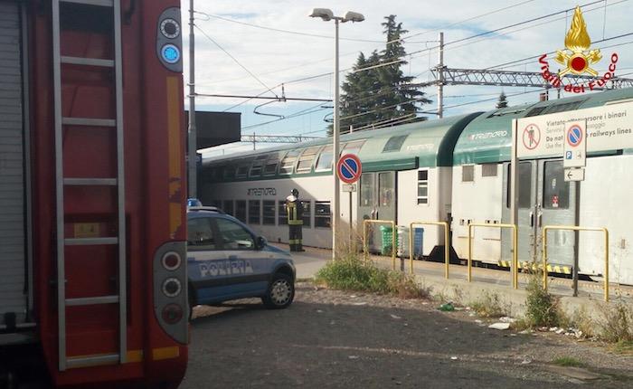 In fiamme vagone di un treno a Gallarate, passeggeri evacuati