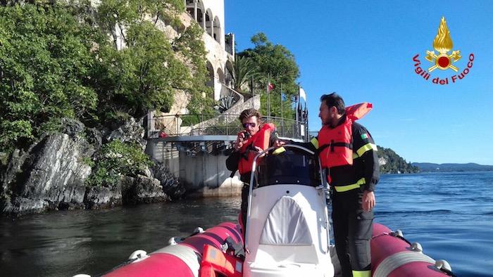 Cane finisce in acqua all'Eremo di S. Caterina, salvato dai Vigili del Fuoco