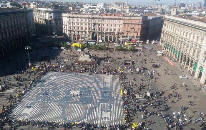 In Duomo a Milano la più imponente opera di Pixel Art del mondo: tra i volontari i ragazzi Agrisol