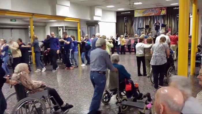 Festa dei Nonni a Cuveglio, oltre cento partecipanti tra balli ed allegria