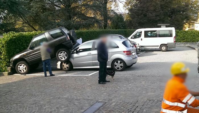 A Cunardo incidente tra due auto, ma una era parcheggiata