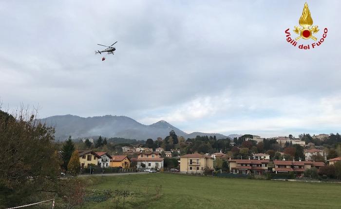 Incendio al Campo dei Fiori: anche due Canadair ed un elicottero impegnati per domare le fiamme