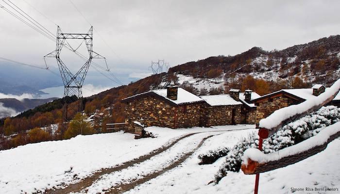 Veddasca, scende la neve a Monterecchio. Imbiancato anche il monte Cadrigna