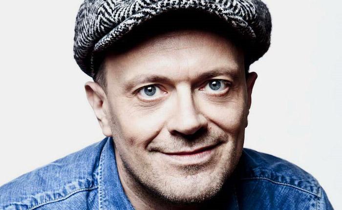 """""""Gli anni d'oro"""" di Max Pezzali: oggi il cantante spegne 50 candeline"""
