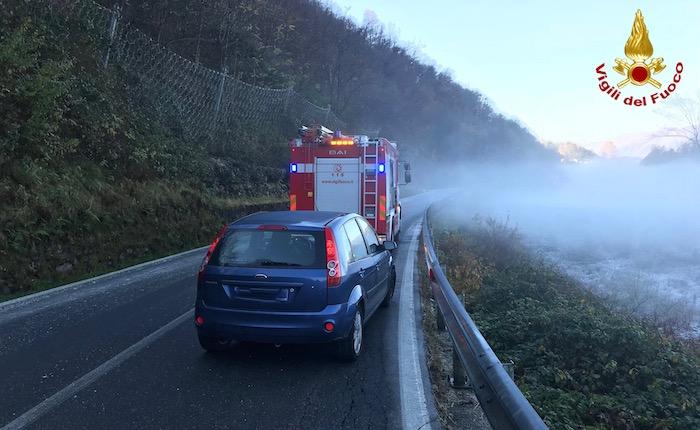 Cadegliano Viconago, le foto dell'incidente sulla strada ghiacciata di questa mattina