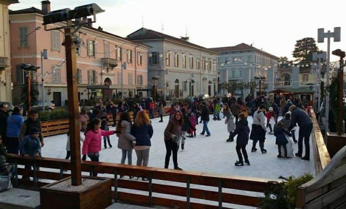 Lecco sul ghiaccio, inaugurata la grande pista in Piazza Garibaldi