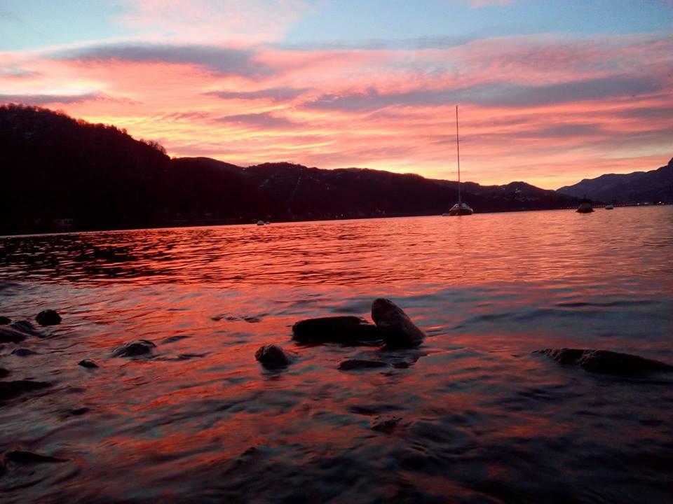 L'alba sul lago Maggiore, la foto è di Simone Riva Berni