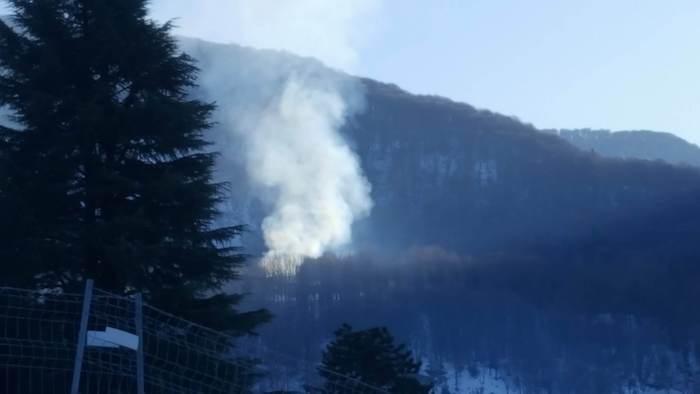 Incendio a Cadegliano Viconago, fumo visibile da diversi chilometri